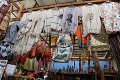 Afrykański rynek - odziewa przy Hartebeertspoort tamą, dekoracje i pamiątki, Południowa Afryka Obrazy Royalty Free