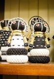 Afrykańskie gałganiane lale w koralikach, tkaniny odziewają Lokalny rzemiosło Obraz Royalty Free
