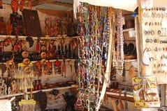 Afrykańskie rzemiosło rzeczy dla sprzedaży przy rynkiem w Iringa w Tanzania Obrazy Stock