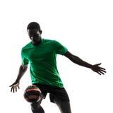 Afrykańskiego mężczyzna gracza piłki nożnej kuglarska sylwetka Zdjęcie Stock