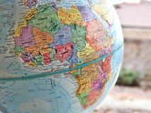 Afrykańskiej kontynent ostrości makro- strzał na kuli ziemskiej mapie dla podróż blogów, ogólnospołecznych środków, strona intern zdjęcie stock