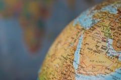 Afryka i środkowa wschodnia mapa na kuli ziemskiej z ziemską mapą w tle Zdjęcie Stock