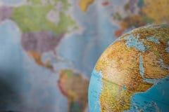 Afryka i środkowa wschodnia mapa na kuli ziemskiej z ziemską mapą w tle Zdjęcie Royalty Free