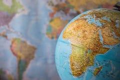 Afryka i środkowa wschodnia mapa na kuli ziemskiej z ziemską mapą w tle Obrazy Stock