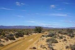 Afryka safari krajobraz z rzeki, łąki i góry backgrou, Obraz Stock
