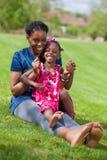 afrykańska córka jej matka Zdjęcia Stock