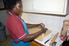Afrykańska kobieta przygotowywa Chapati Obrazy Royalty Free