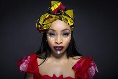 Afrykańska Plemienna twarzy farba i Tradycyjna suknia Obrazy Royalty Free