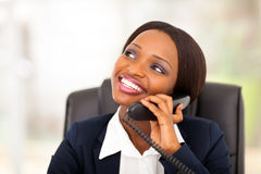 Afrykański bizneswomanu telefon Fotografia Stock