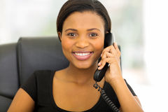 Afrykański bizneswomanu telefon Obrazy Royalty Free