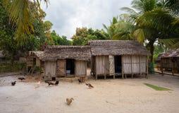 Afrykańskie malagasy budy w Maroantsetra regionie, Madagascar Zdjęcia Stock