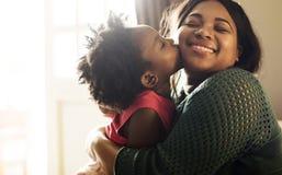 Afrykańskie Pochodzenie rodziny domu domu Odpoczynkowy utrzymanie Zdjęcia Stock