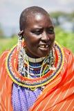 Afryka Tanzania, Luty, - 2016: Masai kobieta plemię w wiosce w tradycyjnej sukni Zdjęcie Royalty Free