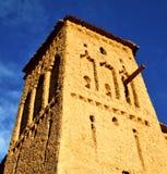 Afryka w histoycal maroc starej budowie i błękitnej chmurze Fotografia Stock