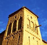 Afryka w histoycal maroc starej budowie i błękitnej chmurze Zdjęcia Royalty Free