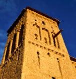 Afryka w histoycal maroc starej budowie i błękitnej chmurze Obrazy Royalty Free