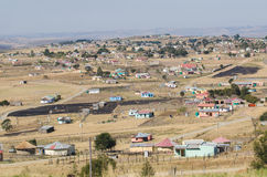 Afrykanów typowi wiejscy domy afryce kanonkop słynnych góry do południowego malowniczego winnicę wiosna Zdjęcie Royalty Free