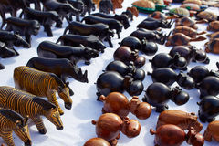 Afrykanin handcrafts drewniani rzemiosła handcarved zwierzęta Fotografia Royalty Free