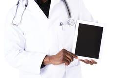 Afrykanin lekarka z pastylką zdjęcie stock