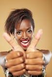 afrykanin oba mienia kciuków kobieta Zdjęcia Royalty Free