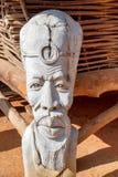 afrykanin rzeźbiąca statua drewniana Zdjęcie Royalty Free