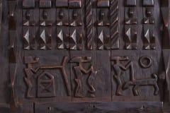 Afrykanin Rzeźbiący okno Zdjęcie Royalty Free