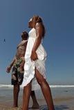 afrykanin wzdłuż amerykanina szczęśliwym pary odprowadzeniem był Zdjęcie Stock