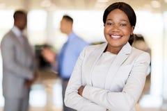 Afrykanina America bizneswomanu przedstawicielstwo firmy samochodowej Obraz Stock