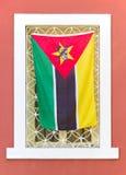 afrykanina butelek kapitałowego usypu karmowy śmieci żelaza latin target1406_0_ wiele Maputo Mozambique ludzi biedy odsprzedaje u Zdjęcia Royalty Free