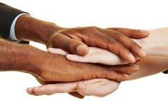 Afrykanina i caucasian ręki brogować Obraz Royalty Free