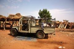 Afrykanina krajobraz z pojazdem Obrazy Royalty Free