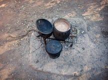 Afrykanina outdoors garnki Zdjęcia Royalty Free