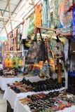 Afrykanina rynek - pamiątki przy Hartebeertspoort tamą, Południowa Afryka, colourful ubraniami, dekoracjami i torbami, Fotografia Stock