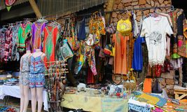 Afrykanina rynek z odzieżowym i pamiątki przy Hartebeertspoort tamą, Południowa Afryka Fotografia Royalty Free