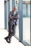 Afrykański biznesmen folująca długość Fotografia Royalty Free