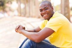 Afrykańskiego faceta miastowy miasto Fotografia Stock