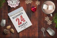 Afscheuringskalender met 24 van december 2018 op bovenkant royalty-vrije stock afbeeldingen