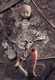 Afschuwelijke pop die op grond liggen Royalty-vrije Stock Afbeelding