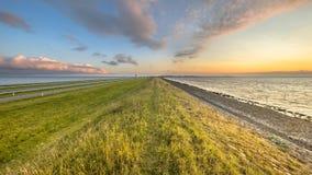 Afsluitdijk dajka zmierzchu holenderski krajobraz Obrazy Royalty Free