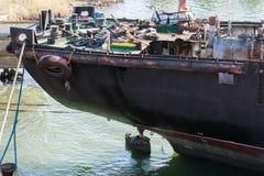 Aft część ładunku statek w trakcie rozbiórki dla świstka obrazy stock