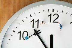 Aftelprocedure aan Middernacht en Nieuwjaar Stock Fotografie