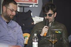 Afterhours爱好者interviwed的摇滚乐队 库存图片
