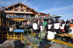 afterparty Αυστρία που απολαμβάνει τους σκιέρ Στοκ Φωτογραφίες