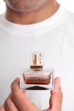 Aftershave del perfume de la explotación agrícola del hombre imagen de archivo libre de regalías