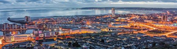 Afton över den Swansea staden arkivbilder