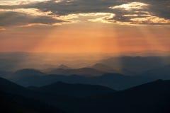 Afton färgad sikt av blåa horisonter Arkivfoton