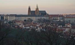 Afton Hradcany och panorama för Prague slott Royaltyfri Fotografi