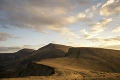 Afton i berg i höst Arkivfoton