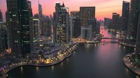Afton i den Dubai marina stock video