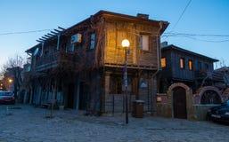 Afton i den historiska delen av Pomorie, Bulgarien arkivbilder
